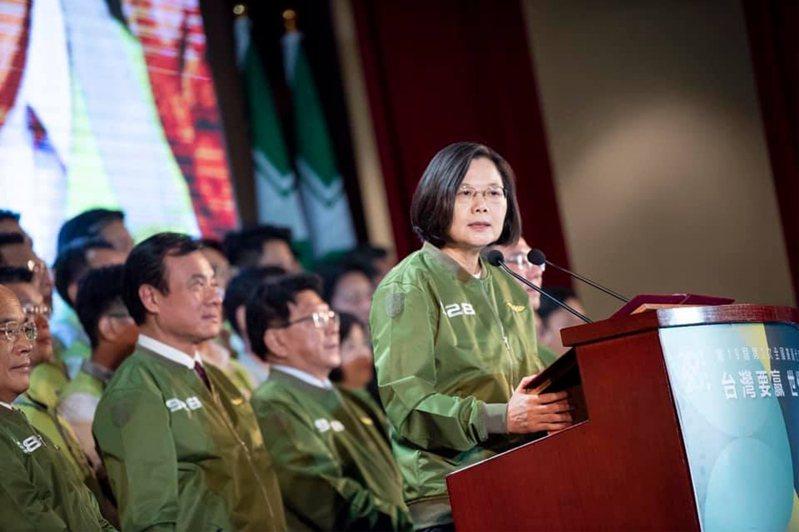 民進黨在總統大選期間推出的飛行夾克,受到民眾支持。圖/取自民進黨副秘書長林飛帆臉書