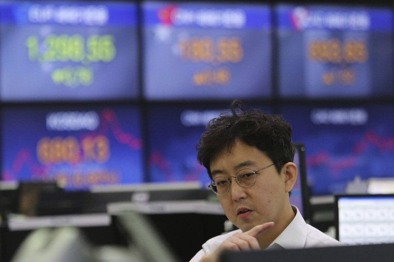 美國股市昨天收紅,標準普爾和那斯達克指數再創歷史新高,因此帶動亞洲股市今天終場大多上漲。 美聯社