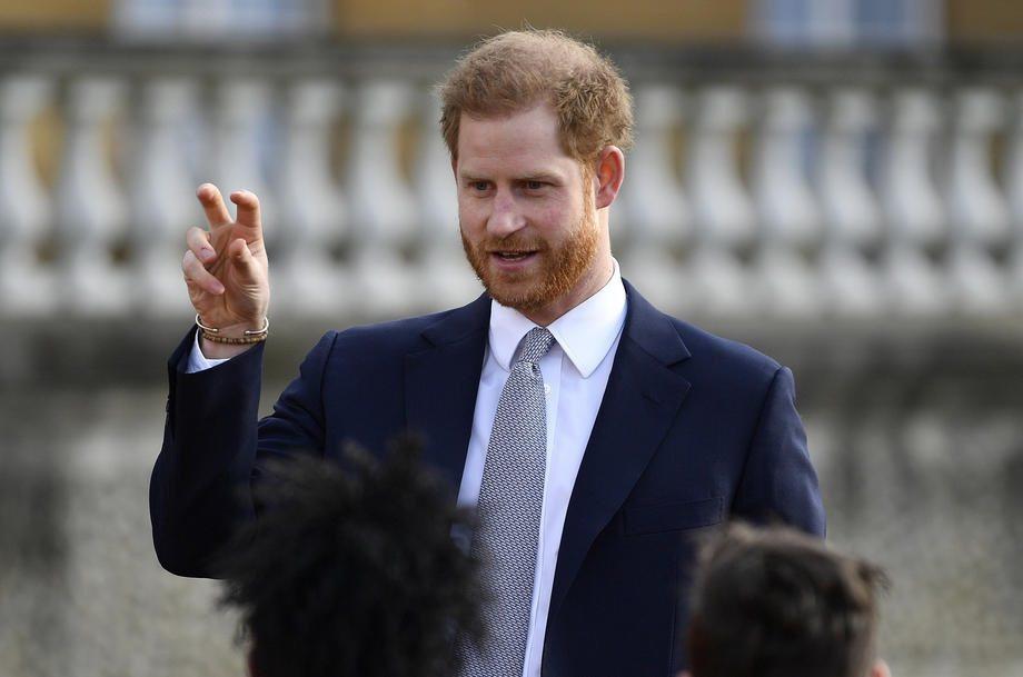 哈利出席億萬富豪峰會,光是當晚演講費就將40萬英鎊(約1,548萬台幣)的酬勞入...