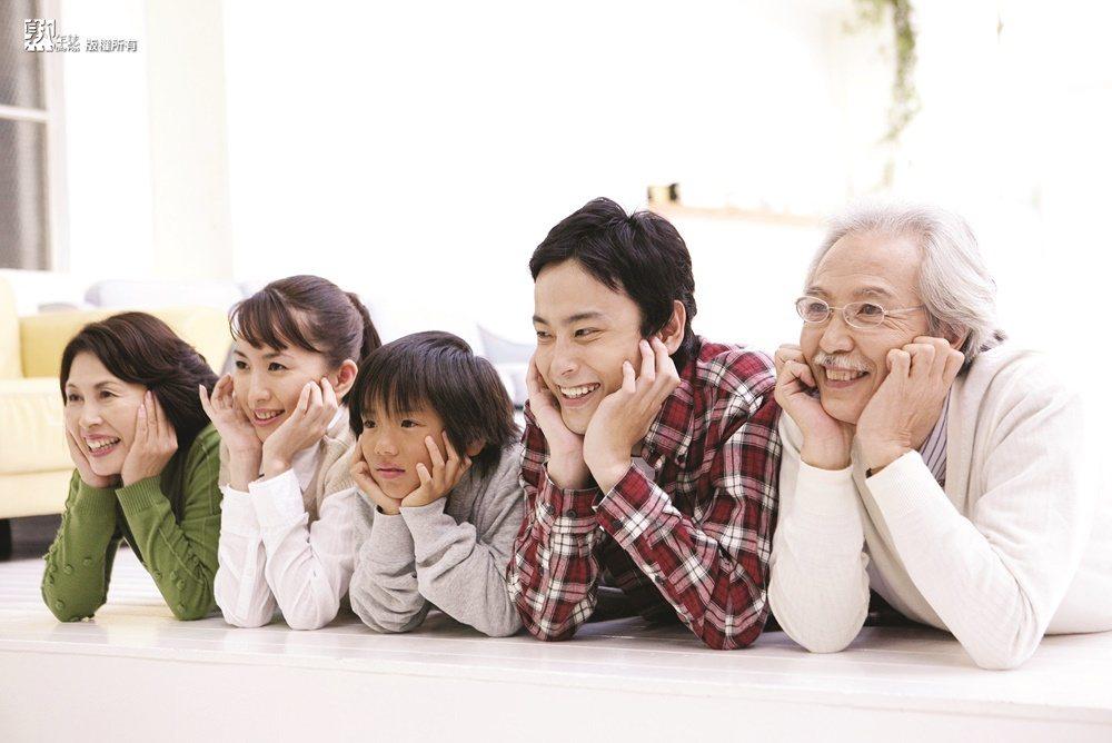 當父母慢慢邁向衰老時,照顧課題隨時說來就來,此時考驗的便是子女對老的敏感度與正確...
