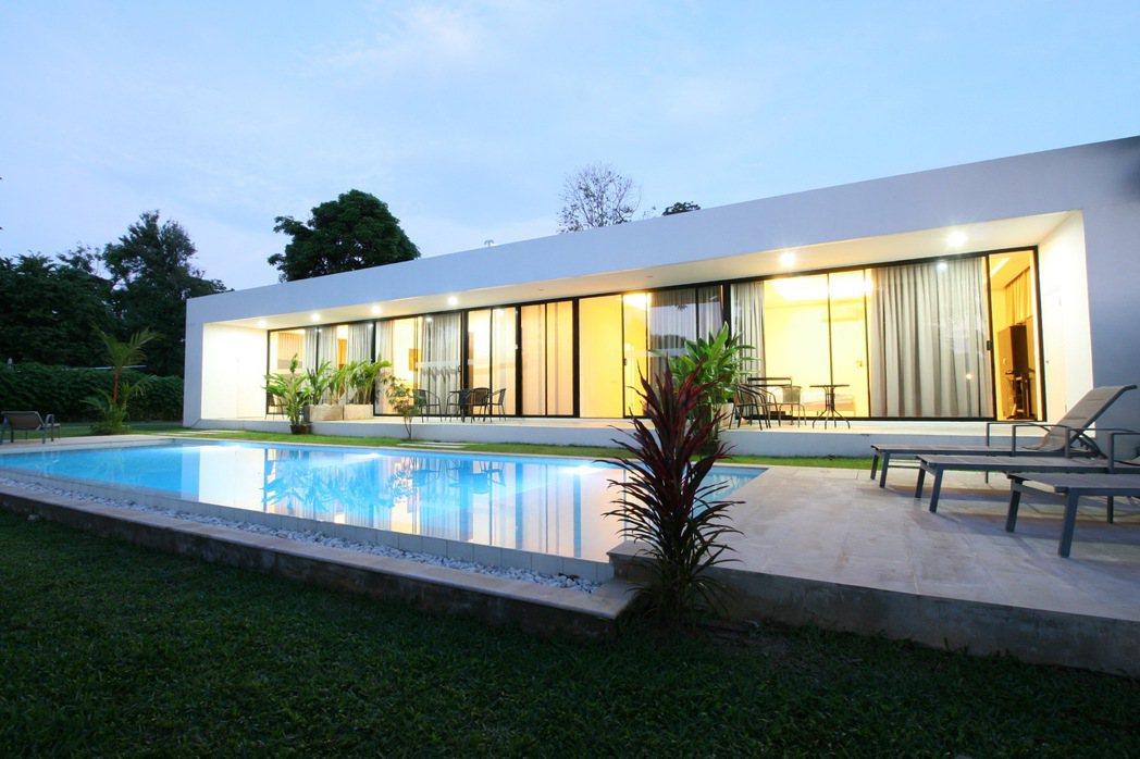 泰國普吉島,純白私人泳池別墅。 Airbnb /提供