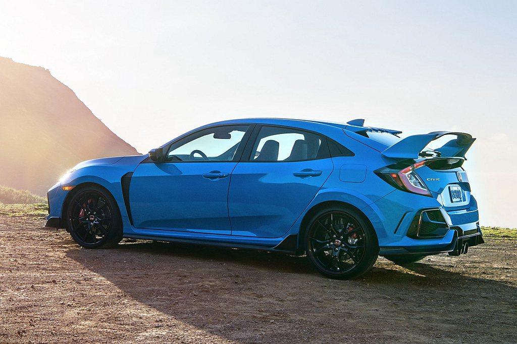 全新煞車碟盤搭配煞車片,以減少熱衰退並增加高速時的煞車效率。 圖/Honda提供
