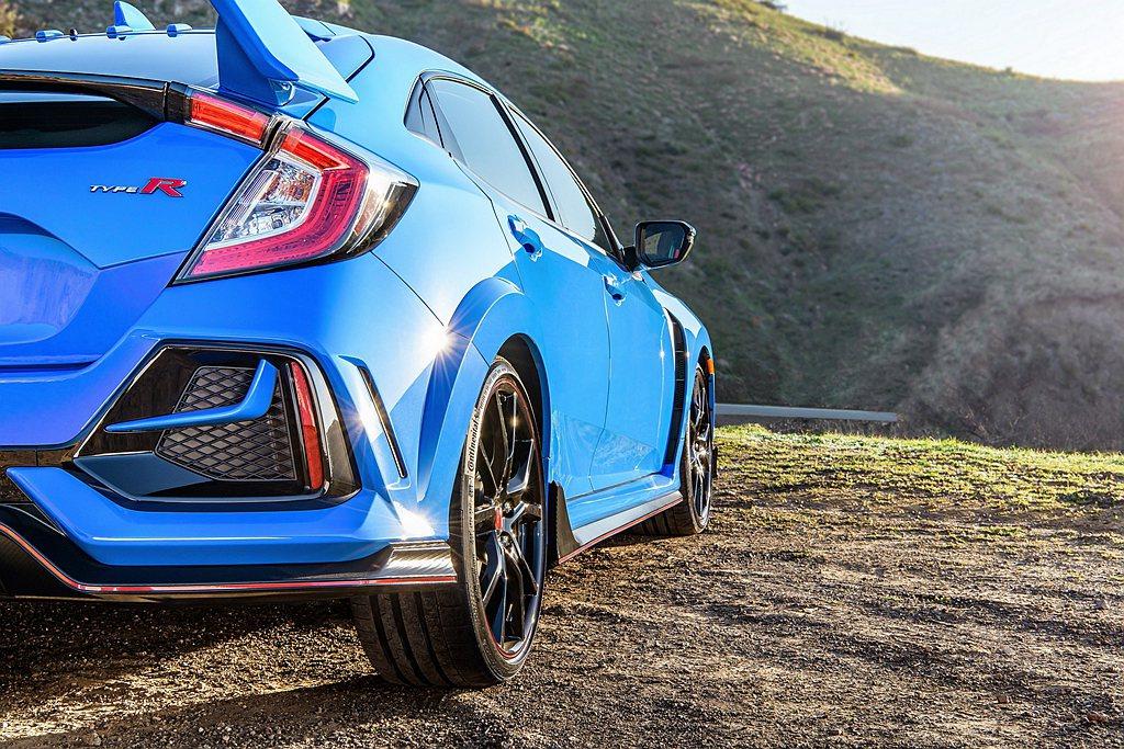 繼年初日本改裝車展亮相後,Honda於芝加哥車展推出美規新年式Civic Typ...