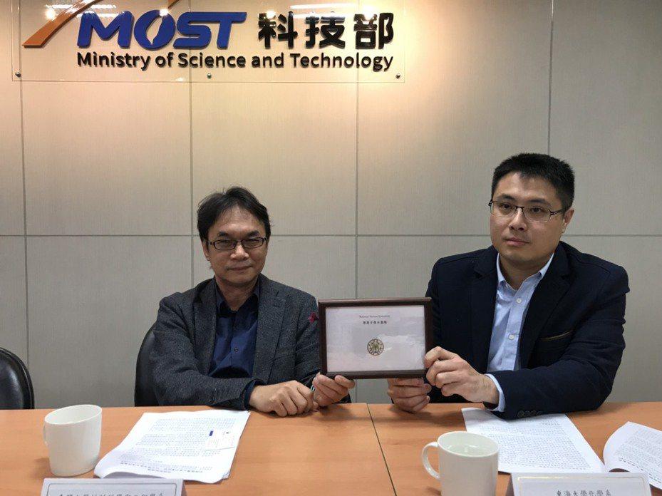 科技部邀台大材料系教授陳俊維出席研究成果發表記者會。記者潘乃欣/攝影