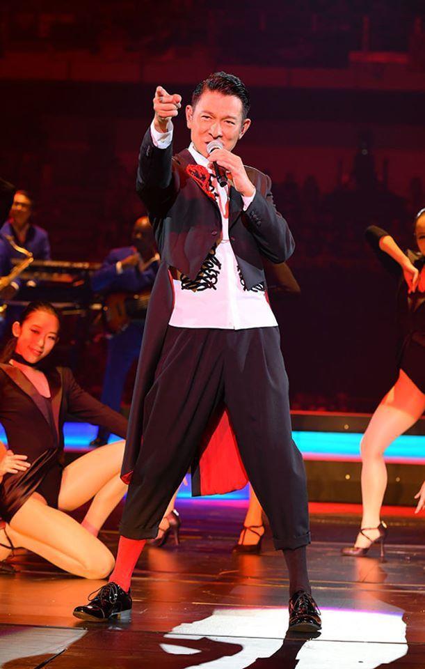 劉德華在「My Love Andy Lau World Tour」巡演賣力唱跳,