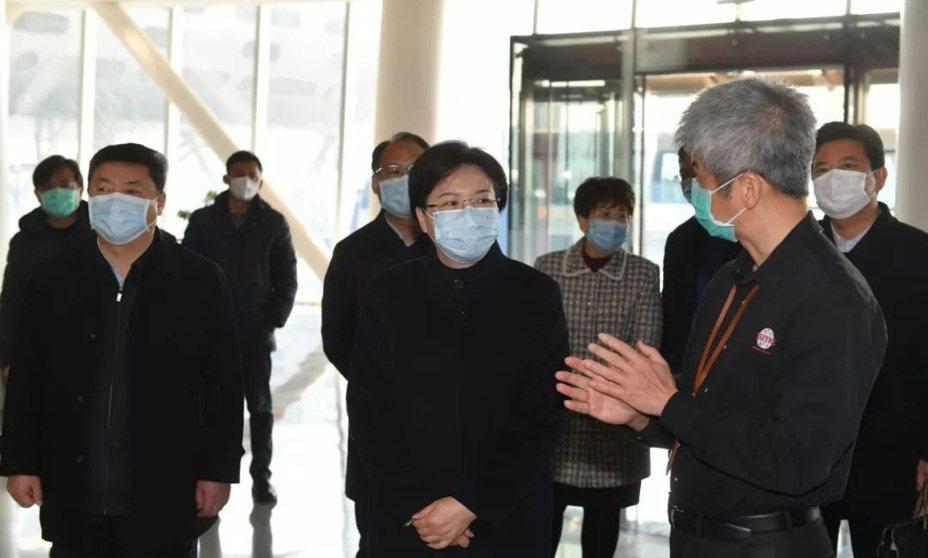 中共南京市長韓立民(中)專程前往台積電南京廠視察。南京市台辦提供/提供