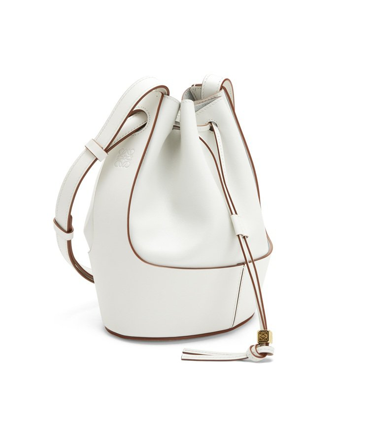 Balloon Small Bag白色小牛皮水桶肩背提包,售價83,000元。圖...