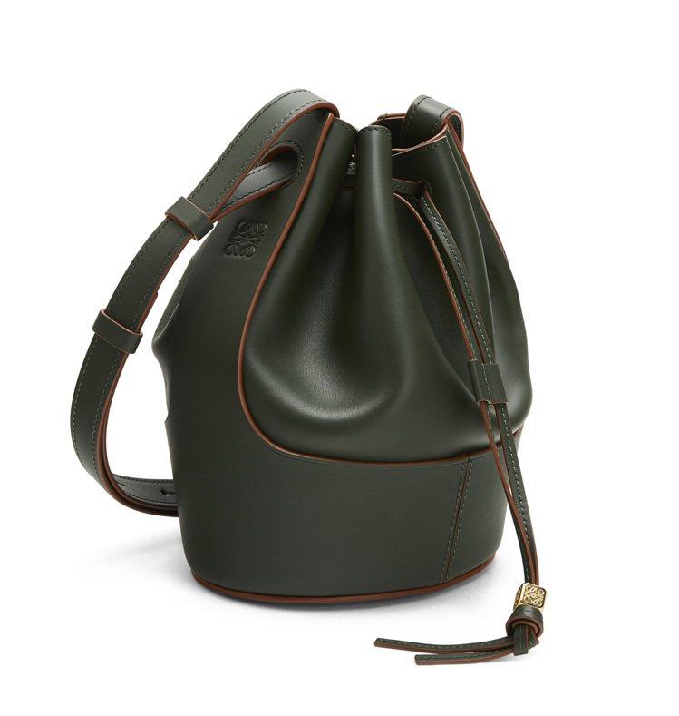 Balloon Bag復古綠小牛皮水桶肩背提包,售價10萬4,000元。圖/LO...