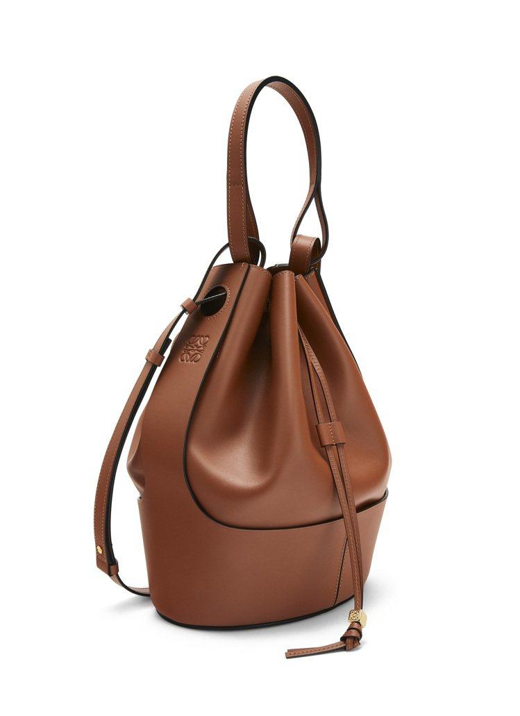 Balloon Large Bag棕色小牛皮水桶肩背提包,售價11萬6,000元...