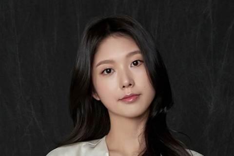 25歲南韓女星高秀貞,2016年憑「孤單又燦爛的神-鬼怪」出道,在劇中飾演女主角看的到的女鬼之一,出道才短短4年,近日卻驚傳病逝,經紀公司證實「高秀貞在不久前與這個世界告別了,已經成為天上的星星」。...