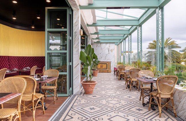 戶外區的植物、藤椅也反映出加州的熱情與活力。圖/GUCCI提供