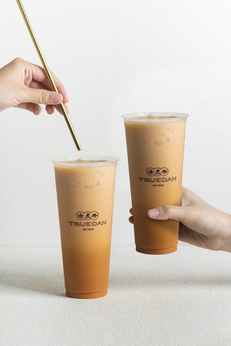「泰泰厚奶」改良傳統泰式奶茶,讓整體口味更貼近台灣人需求,並加入煉乳進行調和。圖...