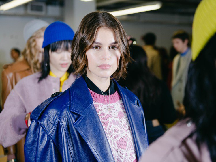 凱亞葛柏參與紐約時裝周,俐落短髮俏麗清新。圖/COACH提供