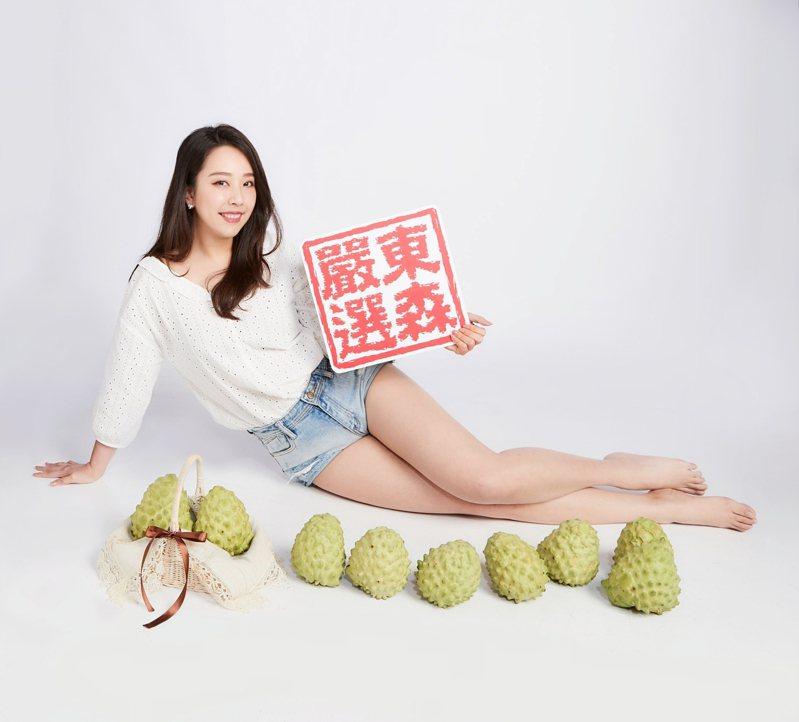 東森購物持續秉持「東森嚴選」的精神為消費者尋找台灣各地優質農產品,「台東綠寶石」鳳梨釋迦於東森購物首波開賣,10台斤裝組合,內含約9-11顆,東森價新台幣750元。 圖/東森購物提供