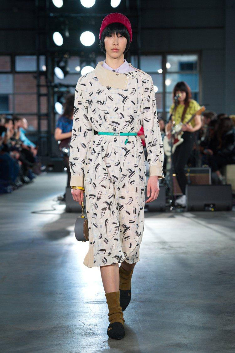 馬賽克、條紋、幾何印花等打造秋季系列的復古裙裝。圖/COACH提供