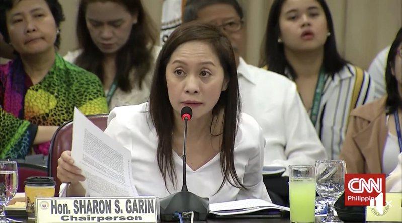 立委王定宇在臉書上分享菲律賓的國會聽證會上有關禁台灣人入境的對話。圖/取自臉書