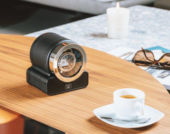 單只裝的Rotor-One,能幫腕表上鍊,同時也是桌上的高檔「文具」。圖╱敦文提...