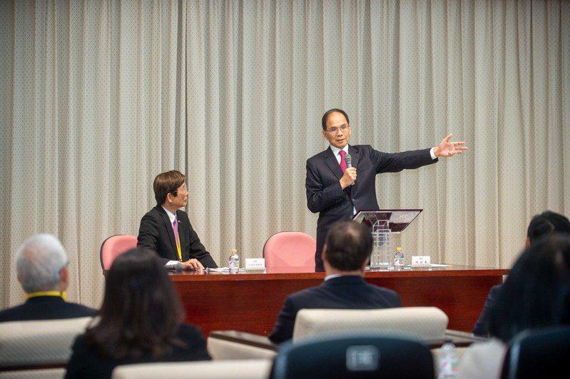 立法院長游錫堃接見日本台灣商會聯合總會「返國致敬團」總會長河道台等一行人。圖/立法院提供