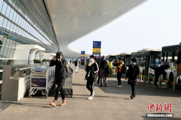 圖為第一批滯留武漢台胞搭機返台。中新社資料照片