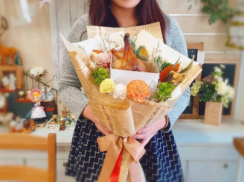 「享鴨」於情人節前推出烤鴨花束,只送不賣。圖/王品提供