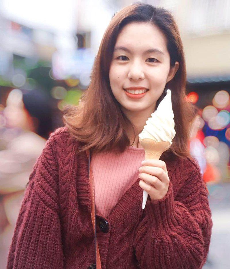 海巡學妹在臉書「告白警察」社群PO文推薦長相甜美的學姊,有網友稱貌似「徐若瑄」,吸引網友熱烈回響。圖/取自「告白警察」臉書社群