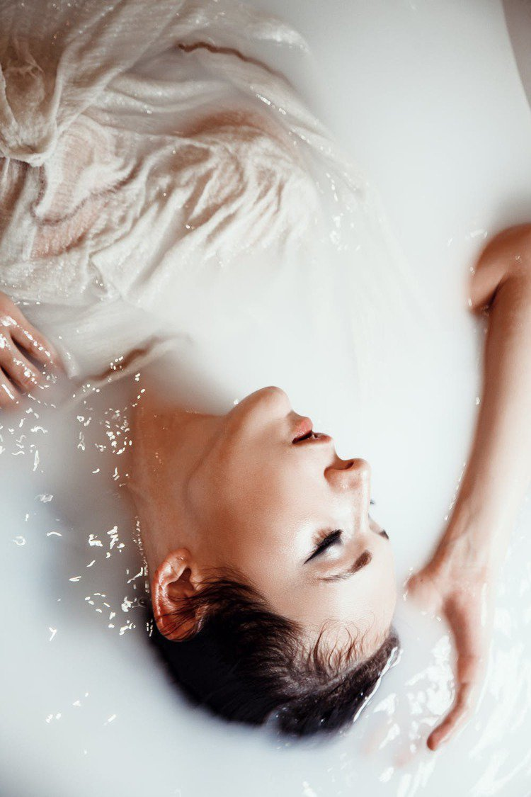 適度的保濕,才能杜絕皮膚上的各種小問題。圖/摘自 pexels
