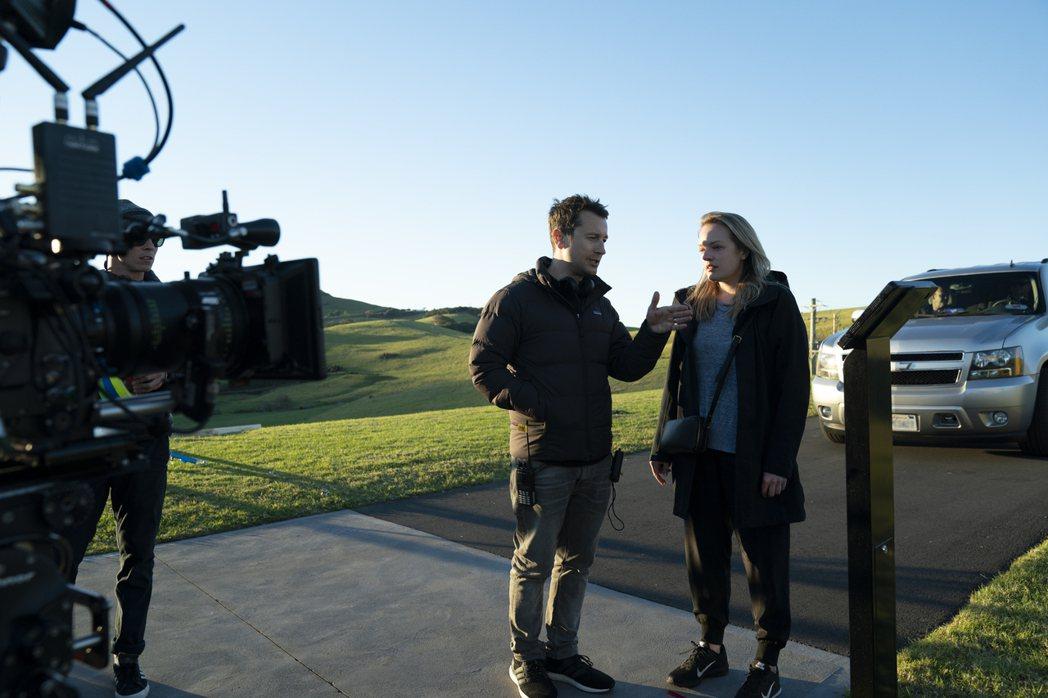 導演雷沃納爾(左)曾拍過賣座恐怖片「奪魂鋸」、「陰兒房」,此次與伊莉莎白摩斯合作...