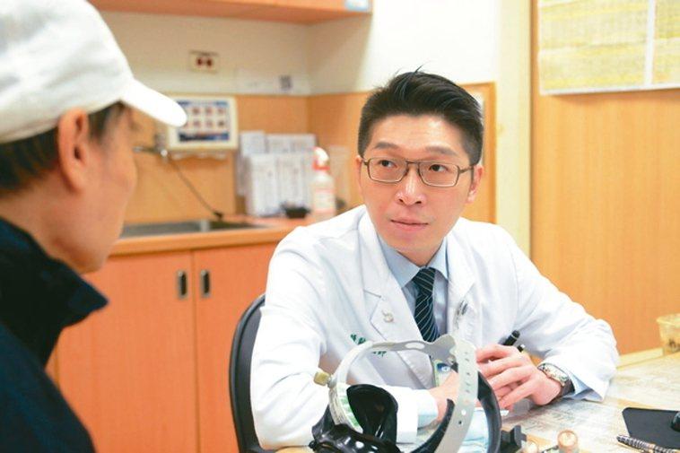 台北慈濟耳鼻喉科主治醫師黃韻誠說,做好聽力保健,應避免長時間處於高分貝環境。 圖...