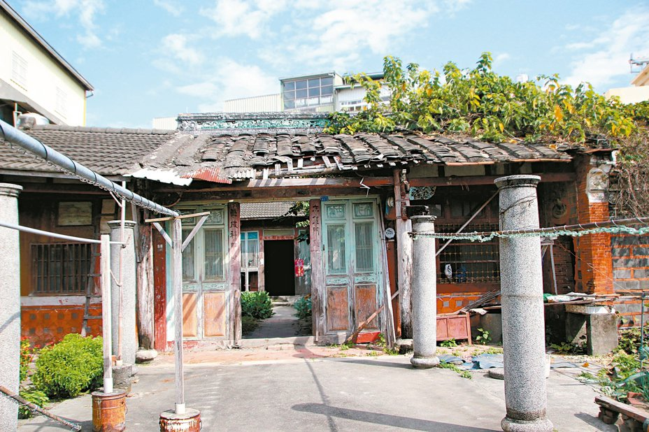 彰化縣政府宣布縣定古蹟「永靖忠實第」登錄文資10年,昨開工修復。 記者林敬家/攝影