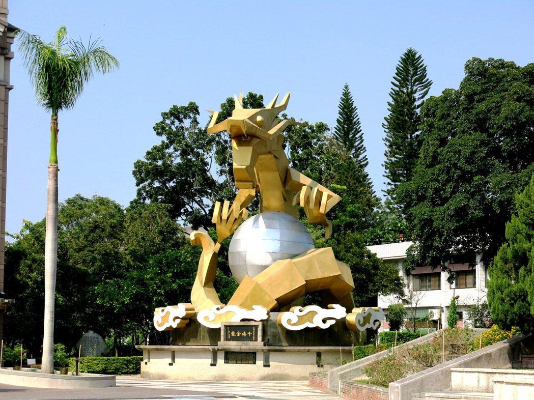 龍、馬年兩座台灣燈會大型生肖主燈,如今仍在南投市獲得妥善保存,並成為公共藝術地標...