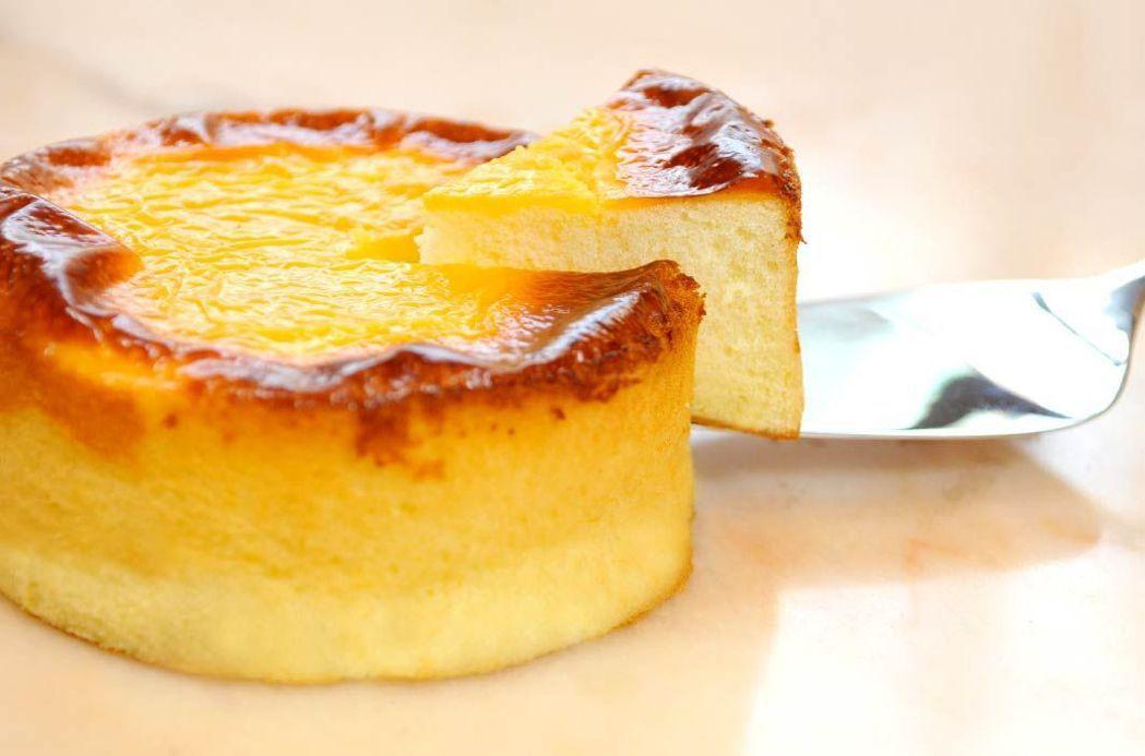 口感綿密的蜂蜜岩燒乳酪蛋糕,是飯店熱銷商品。  台南大飯店 提供