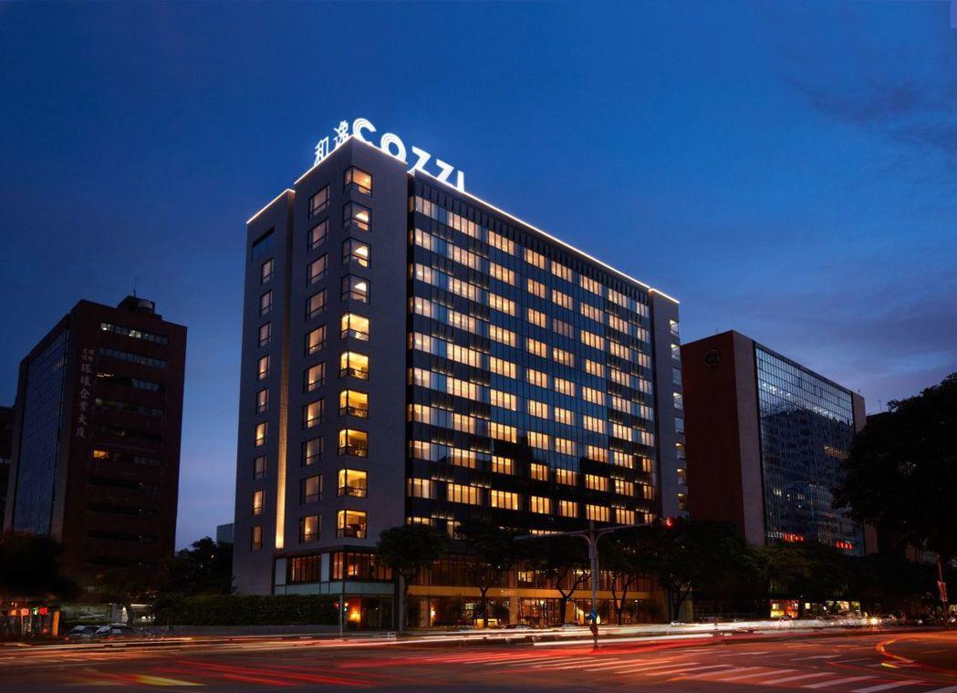 和逸飯店台北民生館外觀夜景。  和逸飯店 提供