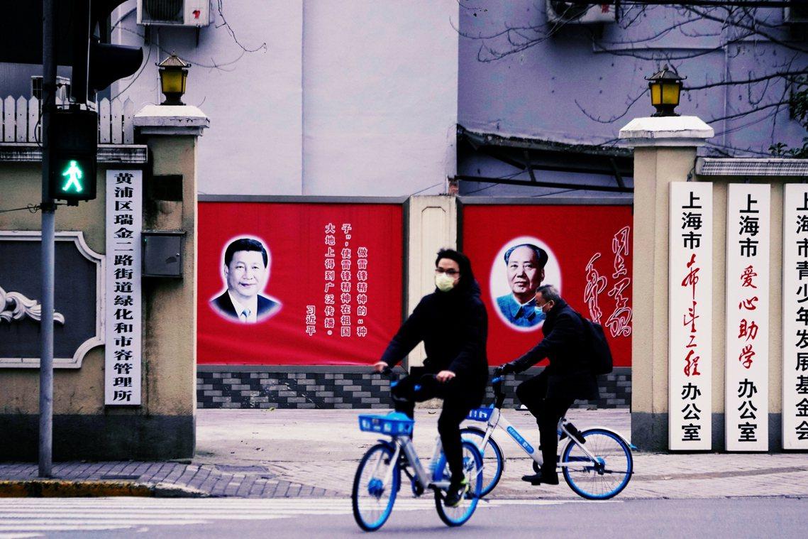 目前,上海市民對於北京中央的人事命令,大多表示「絕對服從!絕對支持!」,各種「上...