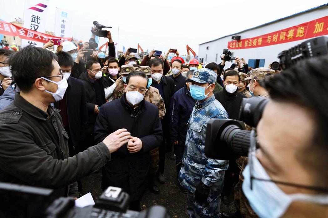 洩壓武漢肺炎民怨?上海市長空降湖北救火,魔都市民為何「歡慶不送」