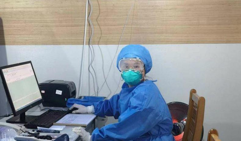 四川一名女子自願前往武漢支援,她提到她的母親17年前SARS爆發時也選擇親赴第一線抗疫,要傳承她的救護精神。圖擷自人民網