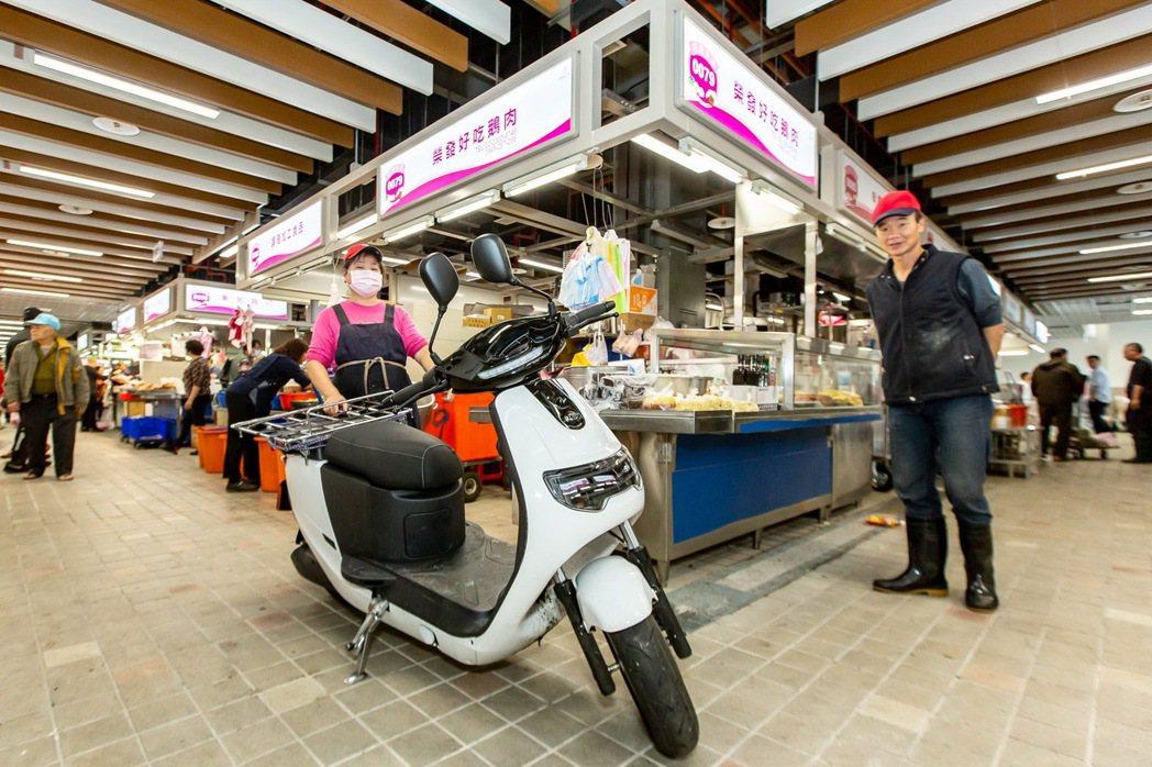 eMOVING iE PICKUP將成為環南市場攤商的好幫手。 圖/中華三菱提供