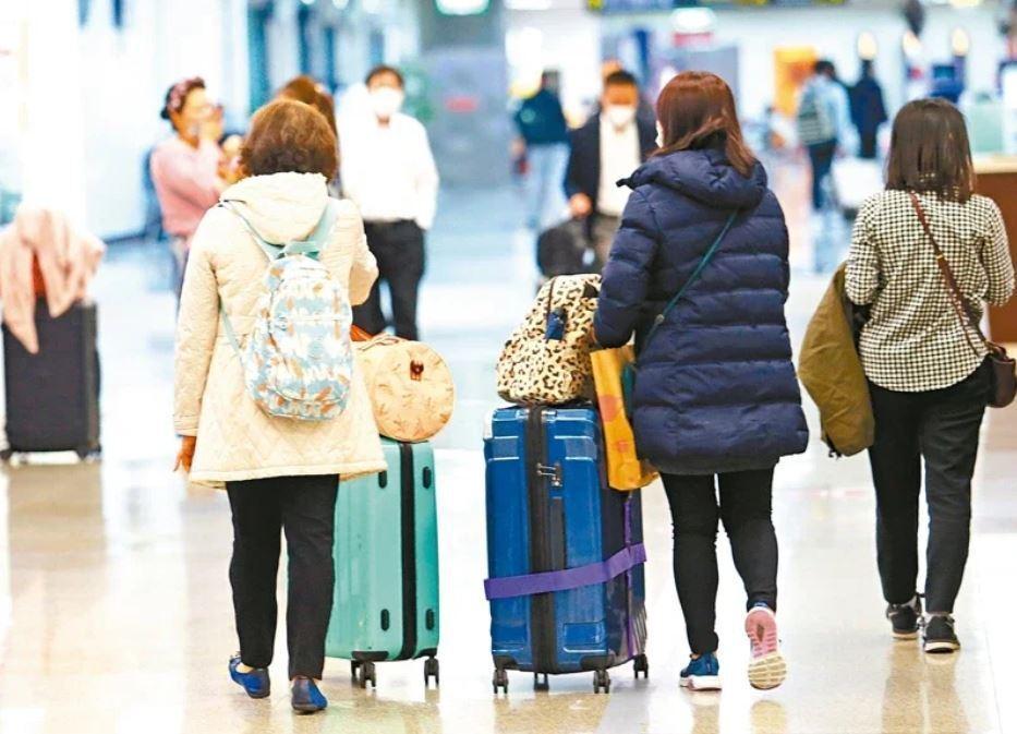 圖為松山機場入境旅客。 記者杜建重/攝影