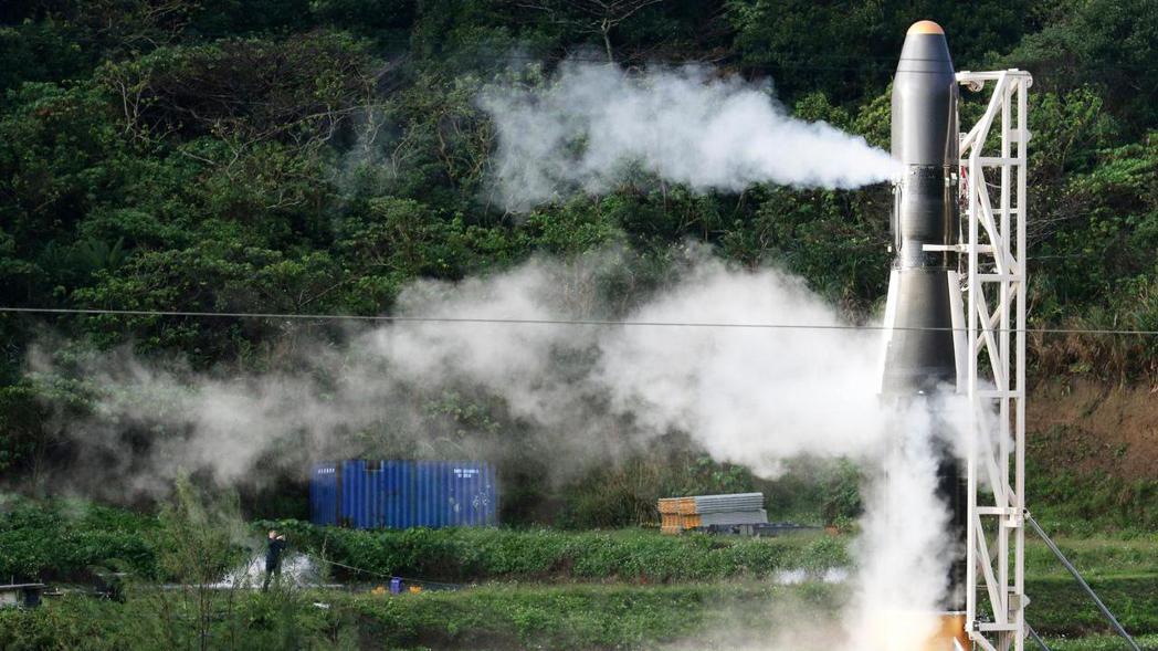 原本今天凌晨六點要進行試射的國造飛鼠一號火箭,在發射程序到最後一刻準備發射時,發...