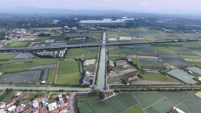 烏山頭水庫導水路與南北幹線空拍照。圖/台南文化局提供