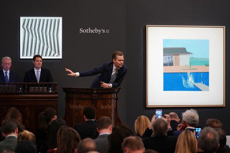 倫敦蘇富比當代藝術晚拍上,大衛霍克尼《水花Splash》再創高價。圖/蘇富比提供