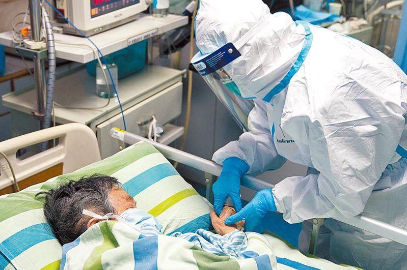 中國疾病預防控制中心數據顯示,新冠肺炎(武漢肺炎)近九天的每日新增確診人數有走低趨勢,不過近日官方放寬湖北省的病例定義,又使病例數一夕間大幅增加。新華社