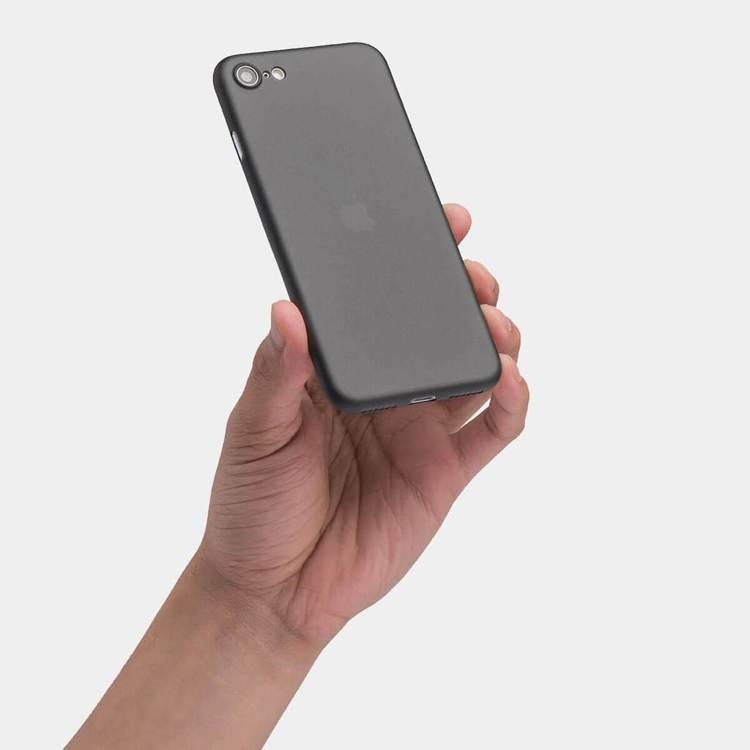 對照賣場圖片,iPhone SE 2僅配置單鏡頭。圖/摘自Totallee官網