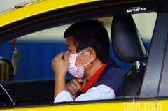 中市計程車駕駛配售口罩上路 每車1天1片