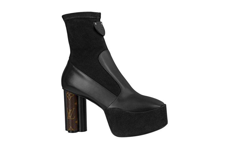 牛皮、麂皮拼接高筒靴,售價49,900元。圖/LV提供