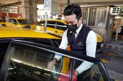 計程車防疫常消毒 駕駛:生意少3成、客人也想開窗通風