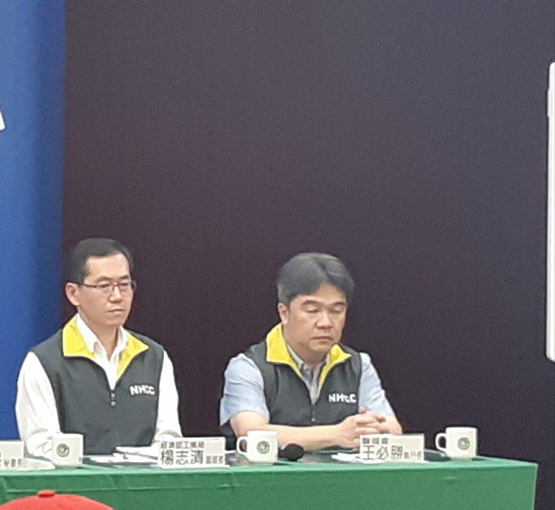 左起為經濟部工業局副局長楊志清、衛福部醫福會執行長王必勝。記者邱宜君/攝影