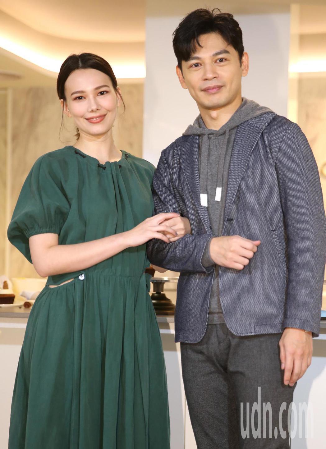 《練愛iNG》導演林暐恆(阿KEN)(右)、演員紀培慧(左)。記者曾學仁/攝影