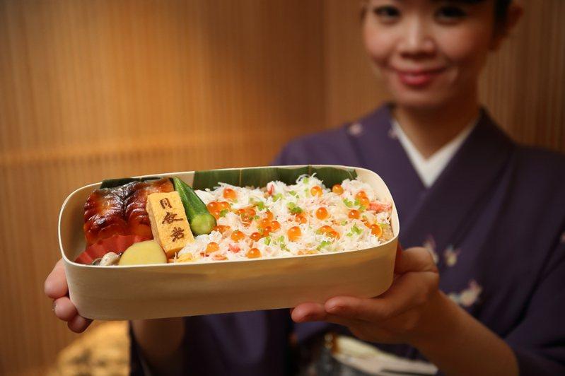 月夜岩首度推出「蟹壽司便當」,每份650元。記者陳睿中/攝影