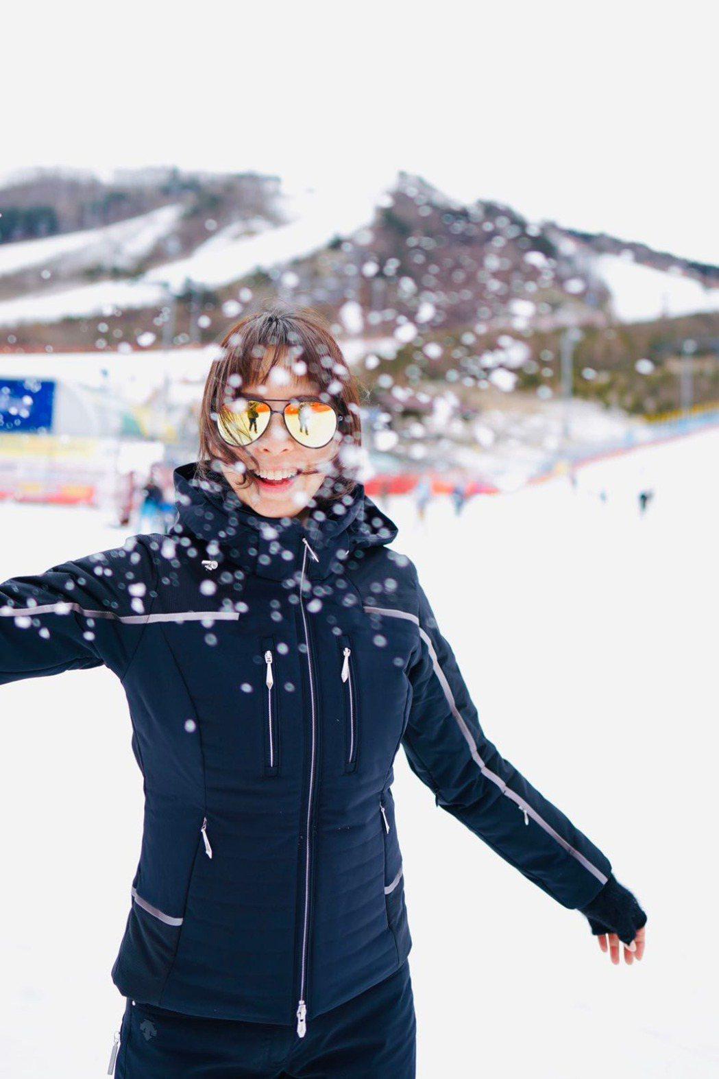 天心享受滑雪樂。圖/果陀提供