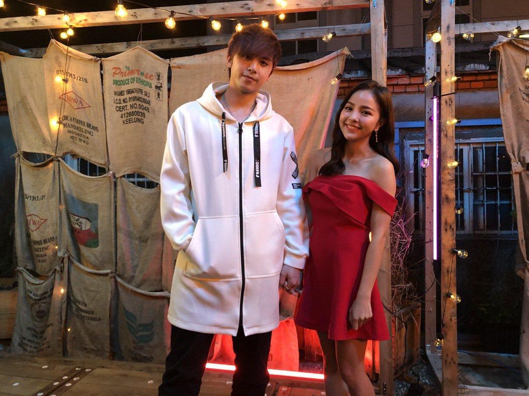 田亞霍(左)、徐凱希對唱新歌「愛你愛到無可救藥」。圖/大鵬經紀提供